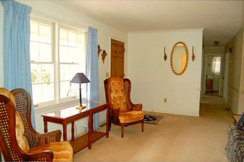 Asheboro NC Home for Sale | 902 Rockcliff Terrace | Living Room | Waynette Araj